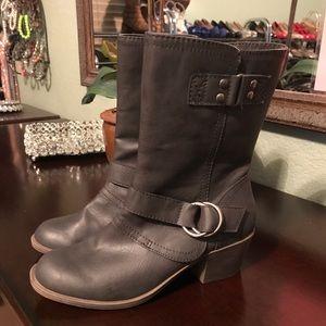 Super cute dark grey riding/calf boots 👢
